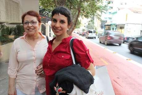 <p>A aposentada Marly e a filha, Sílvia, divergem sobre a implantação deciclofaixas no bairro</p>