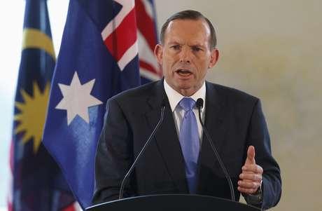 <p>O premiê Tony Abbott vem segurando agentes de saúde para não ir atender pacientes na África</p>