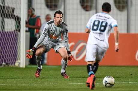 <p>Giuliano perdeu gol frente a frente com Victor</p>