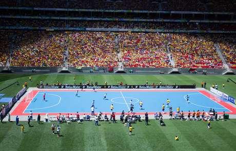 <p>P&uacute;blico do duelo entre Brasil e Argentina, disputado em 7 de setembro, foi de 56.578 pessoas</p>