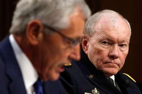 <p>O secret&aacute;rio da Defesa, Chuck Hagel, e o general Martin Dempsey&nbsp;participam de&nbsp;uma audi&ecirc;ncia no Senado, em Washington, em 16 de setembro</p>
