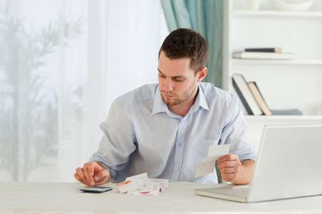 Ao abrir o seu e-commerce, os principais documentos exigidos são: cópia do imóvel-sede da empresa; cópia autenticada do CPF e RG dos sócios; comprovantes de endereço; cópia do contrato social