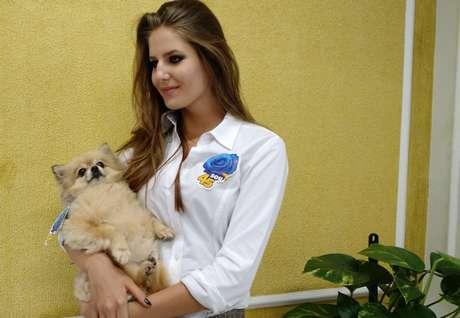 """<p>Marion Zukauskas e a cachorrinha Duda. Para ela, Aécio tem""""atitude revolucionária""""</p>"""