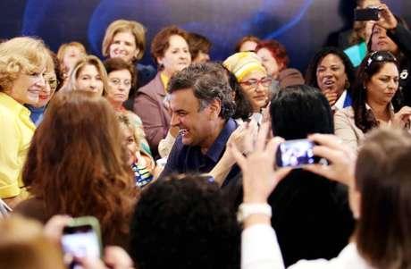 <p>Entre um abraço e outro, eleitoras se esforçavam para tirar fotos</p>