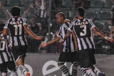 <p>Thiago Heleno foi o autor do gol de empate do Figueirense no cl&aacute;ssico</p>