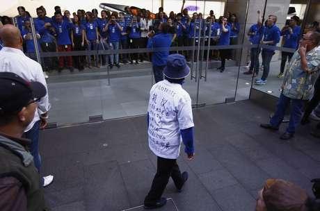 Em Sydney, Austrália, mulher também protestou contra o regime de trabalho de fornecedores da Apple na China
