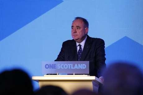 """<p>Primeiro-ministro da Escócia, Alex Salmond, fala na sede da campanha do """"Sim"""" no referendo da Escócia, em Edimburgo</p>"""