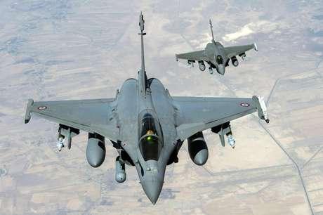 <p>Caças franceses sobrevoam o Iraque em 19 de setembro</p>