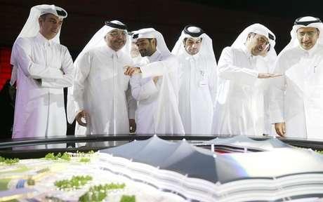 <p>Secretário-geral do comitê organizador da Copa do Mundo de 2022 no Catar, Hassan Al-Thawadi, durante anúncio do começo das obras no estádio Al-Khor</p>