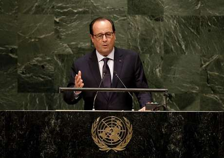 """<p><span style=""""font-size: 15.1999998092651px;"""">O presidente francês decretou que as bandeiras permaneçam a meio mastro na sexta-feira, sábado e domingo em homenagem a Gourdel</span></p>"""