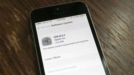 A primeira atualização do software surge uma semana após seu lançamento, que tinha algumas falhas (bugs), em especial no HealthKit