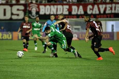 <p>Zezinho em ação com a camisa da Chapecoense</p>