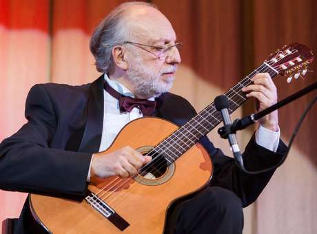El Maestro José Luis Merlin deleitó al público con su talento.