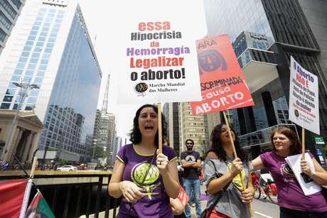 <p>Ato pela legalização do aborto teve concentração no Museu de Arte de São Paulo (Masp), na avenida Paulista,às 14h, neste domingo,dia latino-americano e caribenho de luta pela legalização do aborto</p>