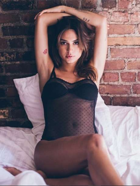Thaila Ayala posta foto vestindo lingerie sexy no Instagram