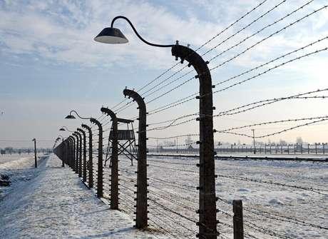 <p>Vista&nbsp;do antigo campo de concentra&ccedil;&atilde;o nazista de Auschwitz-Birkenau, em Oswiecim, Pol&ocirc;nia, em janeiro de 2014</p>