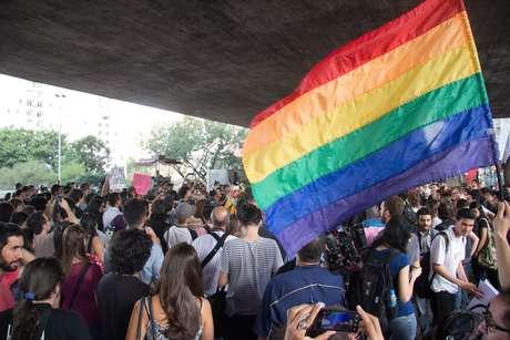 Beijaço LGBT (Lésbicas, Gays, Bissexuais, Travestis e Transexuais) no vão livre do MASP, na Avenida Paulista, na região central de São Paulo