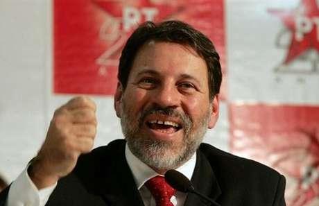 """<p><span style=""""font-size: 15.1999998092651px;"""">Delúbio Soares iria viajar nesta segunda-feira a trabalho, mas o STF suspendeu autorização</span></p>"""