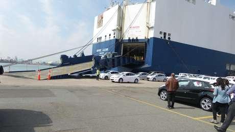 <p>Navios têm dez andares para levar os carros da Coreia do Sul para outros países</p>