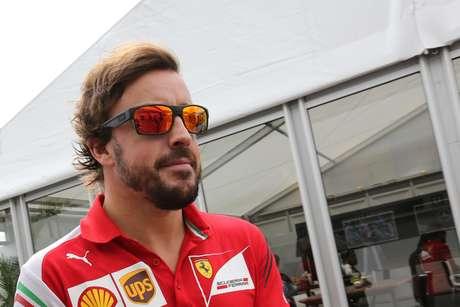 Especulado para deixar a Ferrari, Fernando Alonso larga em quinto