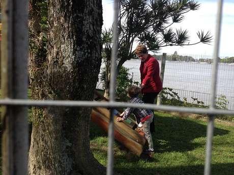 <p>Dilma Rousseff brincou com o neto após votar em Porto Alegre</p>