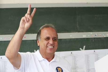 Luiz Pezão (PMDB), candidato ao Governo do Rio de Janeiro, votou em Ribeirão das Lajes
