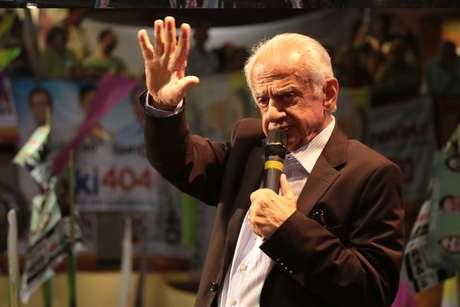 Pedro Simon também chegou a anunciar sua aposentadoria, mas acabou voltando para a disputa depois que seu indicado, Beto Albuquerque (PSB), deixou o pleito para ser vice de Marina Silva