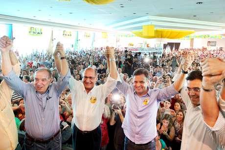 <p>Da esquerda para a direita, Aloysio Nunes, Geraldo Alckmin e Aécio Neves</p>