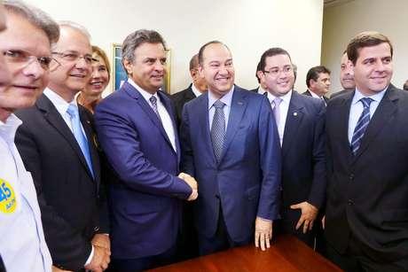 <p>Pastor Everaldo (centro dir.)anuncia apoio a Aécio Neves (centro esq)</p>