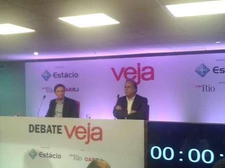 <p>Faltou espaço para os concorrentes Luiz Fernando Pezão (PMDB) e Marcelo Crivella (PRB) discutirem ideias.Sobraram xingamentos.</p>