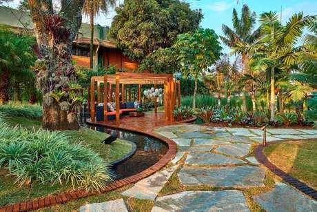 Jardim das Festas, por Marina Pimentel e Carla Pimentel
