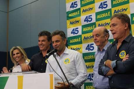 <p>O ato político em Curitiba marcou o começo de campanha de segundo turno de Aécio no Sul do País</p>