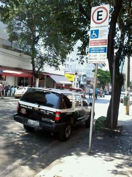 <p>Estacionamento em local proibido</p>