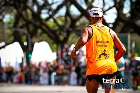 Más de 10.000 personas se dieron cita el domingo 12 de octubre a las 7:30hs para ser parte de lo que fue, hasta el momento, el maratón más convocante del país. Tras diez años de triunfos de extranjeros, esta vez fue Mariano Mastromarino, atleta marplatense, quien se consagró ganador.