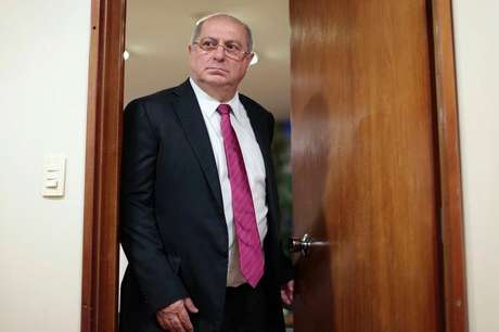 <p>Para Paulo Bernardo, calotepode ter levado a empresa a ficar de fora do leilão 4G realizado recentemente pelo governo federal</p>