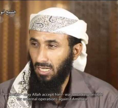 <p>O chefe da Al-Qaeda na Península Arábica,Nasser al-Wahishi, é procurado junto deoutros sete dirigentes dogrupo armado</p>