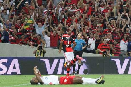 <p>Gabriel, que entrou no segundo tempo, fez o gol da vitória do Flamengo por 1 a 0 sobre o América-RN, nesta quarta-feira, no Maracanã.</p>