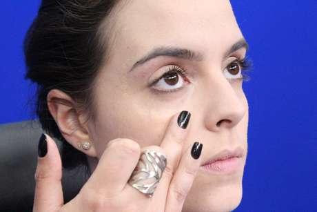 <p>Iluminador sem brilho ajuda a arrematar os benefícios do corretivo nas olheiras</p>