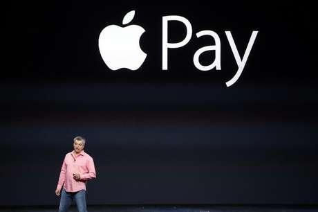 <p>A nova plataforma de pagamento foi apresentada pela primeira vez no lançamento do iPhone 6 e do iPhone 6 Plus, em 9 de setembro</p>