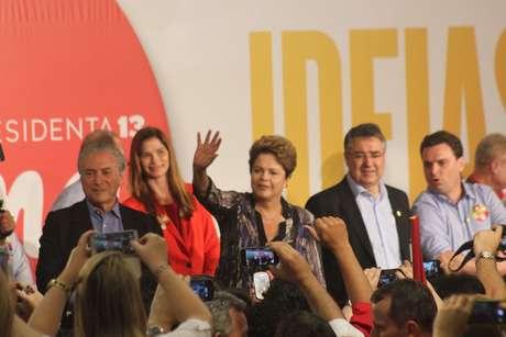 Dilma Rousseff (PT) e seu vice Michel Temer (PMDB) cobraram fidelidade e engajamento do PMDB em Santa Catarina, Estado onde Aécio Neves (PSDB) recebeu 52% dos votos no primeiro turno