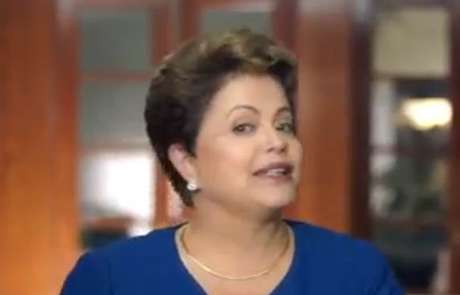 <p>Reprodução do vídeo em que Dilma afirma estar bem após queda de pressão durante entrevista ao vivo</p>