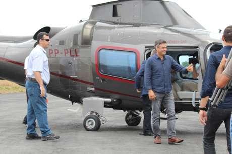 <p>O candidato chegou de helicóptero aoSantuário Nossa Senhora da Piedadecom o ex-governador e senador eleito Antônio Anastasia (PSDB-MG)</p>