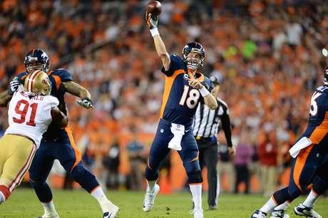 <p>Peyton Manning ultrapassou a incrível marca de Brett Favre</p>