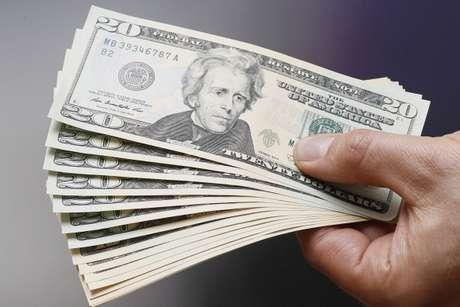 <p>Às 9h08 desta segunda-feira,a moedaamericana subia 3,09%, a R$ 2,5318, logo após as eleições</p>