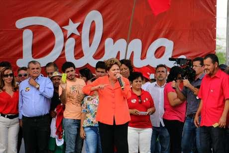 Em Pernambuco, Dilma também participou de evento na praça da Catedral, em Petrolina, para receber apoio dos movimentos sindicais do Nordeste