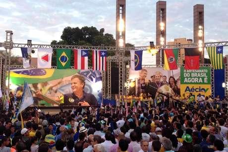 Comício de campanha do candidato à presidente do Brasil pelo PSDB, Aécio Neves, na Praça da Estação em Belo Horizonte (MG), nesta quarta-feira (22)