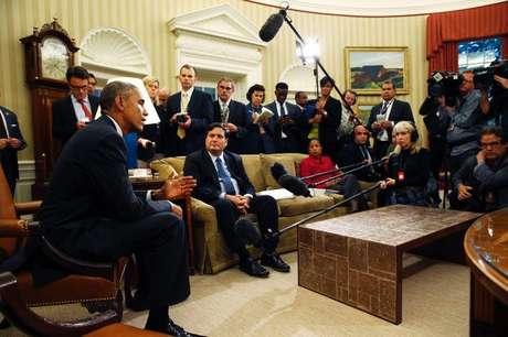 Obama durante reunião com coordenador dos EUA contra Ebola, Klain, na Casa Branca, nesta quarta-feira.