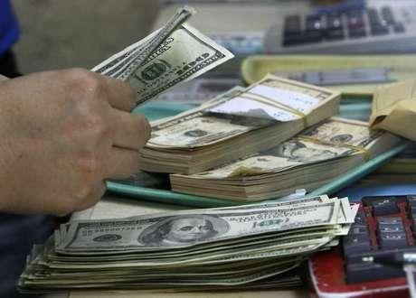 <p>A moeda americana subiu 0,15%, a R$ 2,4802&nbsp;na venda, acumulando alta de quase 2% em tr&ecirc;s dias</p>