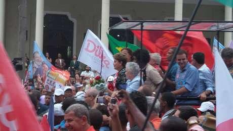 <p>Em ato de campanha, Dilma prometeu que não vai faltar água na região da Baixada Fluminense</p>