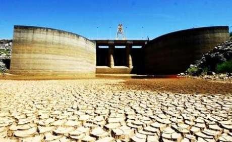 <p>Sistema Cantareira enfrenta a pior crise de abastecimento da história</p>